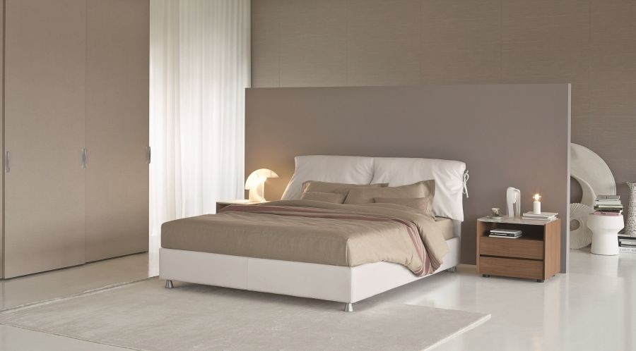 promozione letto nathalie by flou. Black Bedroom Furniture Sets. Home Design Ideas